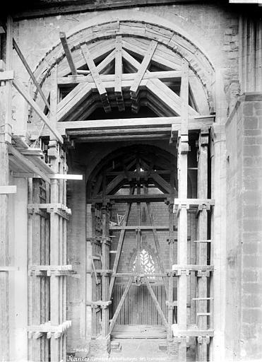 Cathédrale Saint-Pierre Vue intérieure du transept, Mieusement, Médéric (photographe),