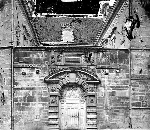Hôtel de Vogüé Façade sur rue : Portail, Delaunay (photographe),