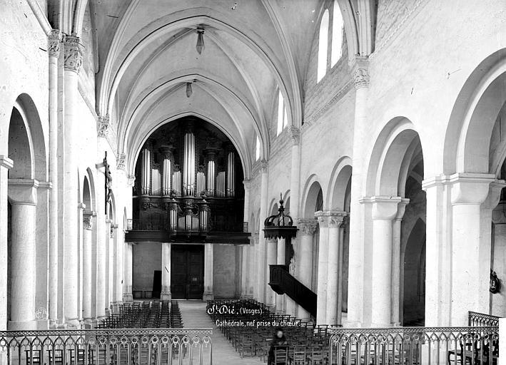 Cathédrale Saint-Dié Vue intérieure de la nef, vers l'entrée, Mieusement, Médéric (photographe),