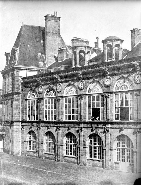 Domaine national, château Façade sur la cour ovale, Baldus, Edouard (photographe),