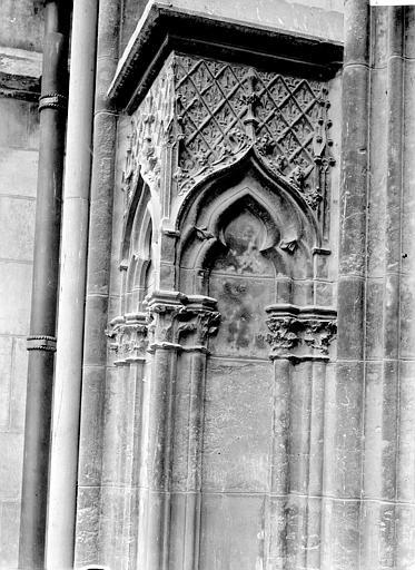 Eglise Saint-Urbain Portail: piédroit, Enlart, Camille (historien),