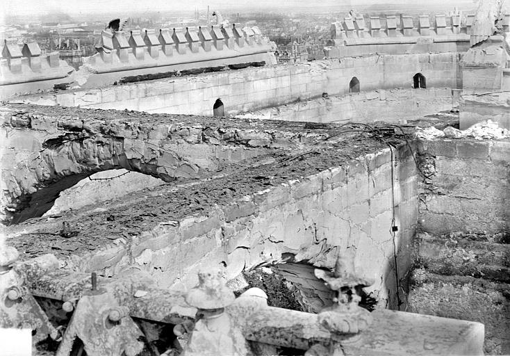Cathédrale Notre-Dame Combles du choeur : Partie supérieure vue vers le nord-est, Sainsaulieu, Max (photographe),