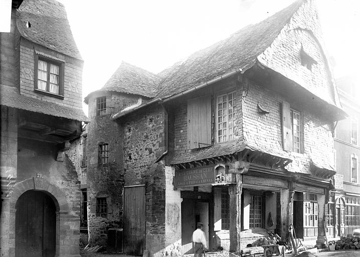 Maisons Vue d'ensemble, Enlart, Camille (historien),