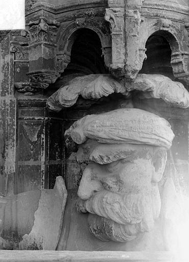 Cathédrale Saint-Maurice Façade ouest, statues de la partie supérieure représentant saint Maurice et ses compagnons en costume militaire du 16e siècle : Tête de la 6e statue, Vorin,