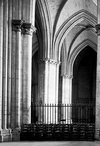 Cathédrale Saint-Pierre et Saint-Paul Bas-côté, Enlart, Camille (historien),