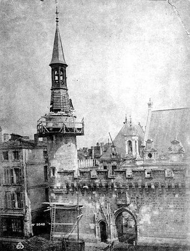 Hôtel de Ville Façade et campanile, Cognacq,