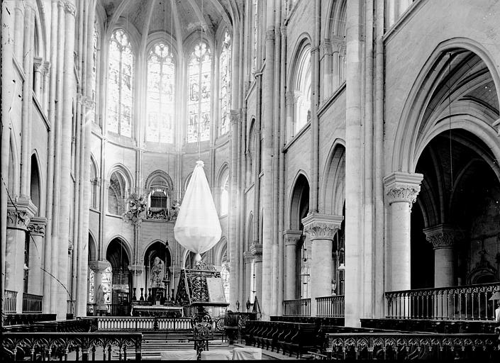Cathédrale Notre-Dame Choeur, Enlart, Camille (historien),
