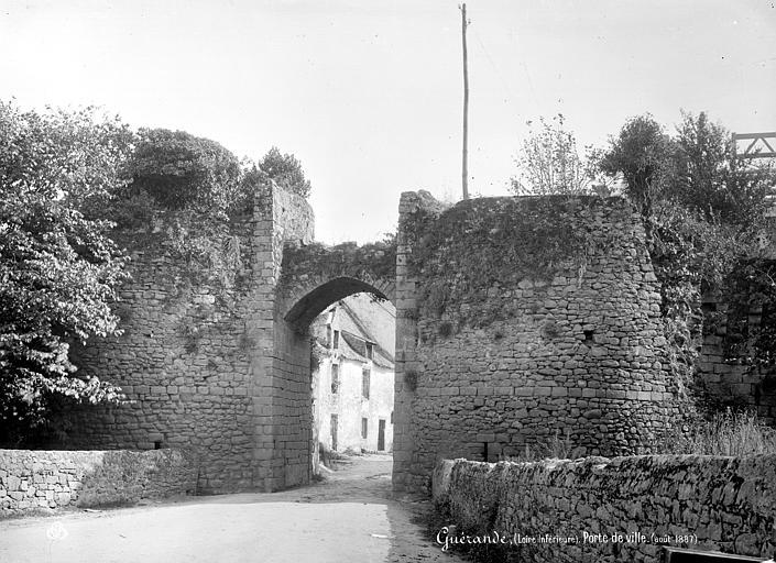 Remparts Porte de Ville, Mieusement, Médéric (photographe),