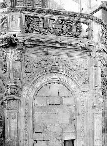 Eglise Saint-Pierre Abside : Frise et partie supérieure d'une fenêtre, côté nord, Durand, Jean-Eugène (photographe),