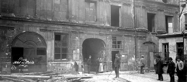 Hôtel des Prévôts Bâtiment d'époque Henri III, Durand, Eugène (photographe),