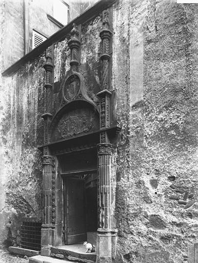 Maison du Notaire, dite aussi maison Desplats ou maison du Lys ou hôtel de Lignat Porte, Enlart, Camille (historien),