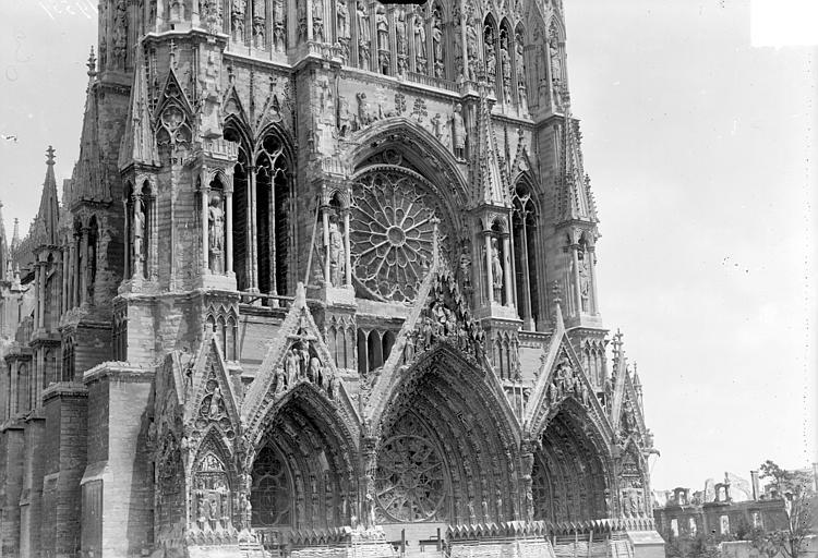 Cathédrale Façade ouest : partie inférieure, Goubeau (photographe),