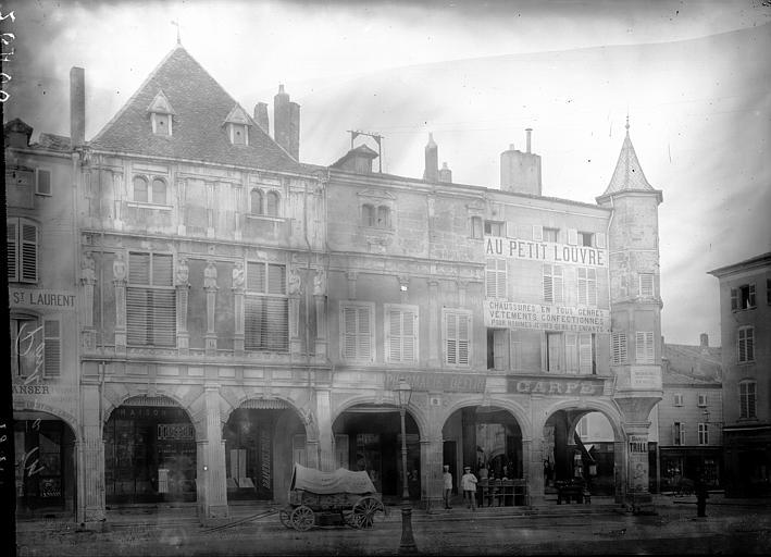 Maisons à arcades Maisons sur la Grande Place, Enlart, Camille (historien),