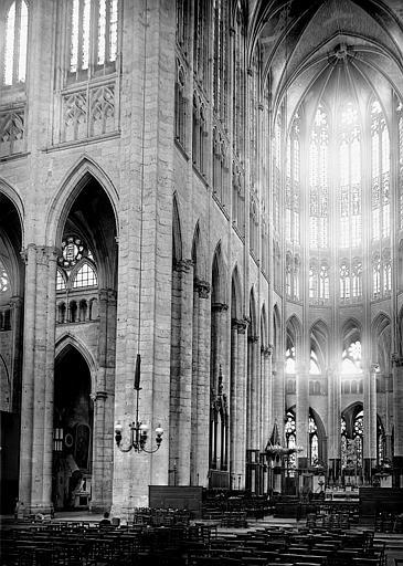 Cathédrale Saint-Pierre Croisée du transept et choeur, Enlart, Camille (historien),