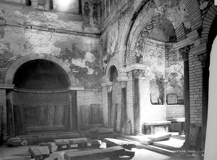 Baptistère Saint-Jean Chapelles, Durand, Eugène (photographe),