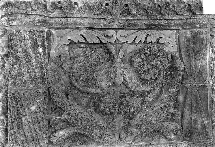 Cathédrale Saint-Gatien Couronnement d'un clocher : soubassement du lanternon, ,