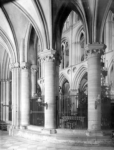 Eglise de Saint-Etienne-le-Vieux (ancienne) Vue intérieure du déambulatoire, Durand, Jean-Eugène (photographe),