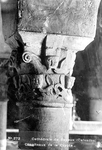 Cathédrale Notre-Dame Crypte , chapiteau : têtes et décor stylisé, Mieusement, Médéric (photographe),