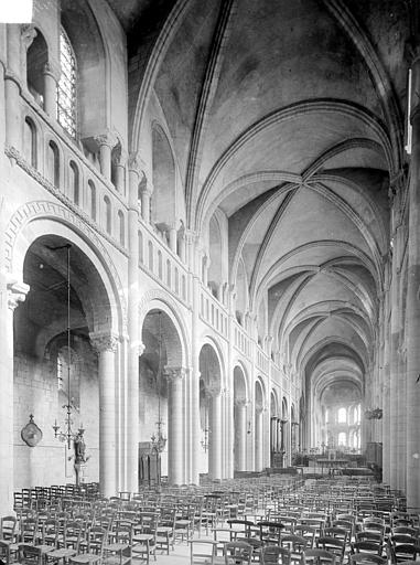 Abbaye aux Dames (ancienne), Eglise Sainte-Trinité Vue intérieure de la nef, vers le nord-est, Heuzé, Henri (photographe),