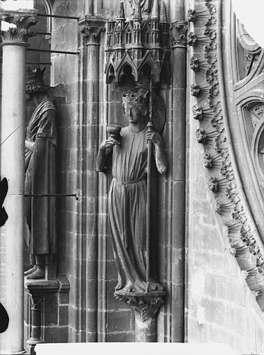 Cathédrale Notre-Dame Staute de l'Eglise, à gauche de la rose sud, Lajoie, Abel,