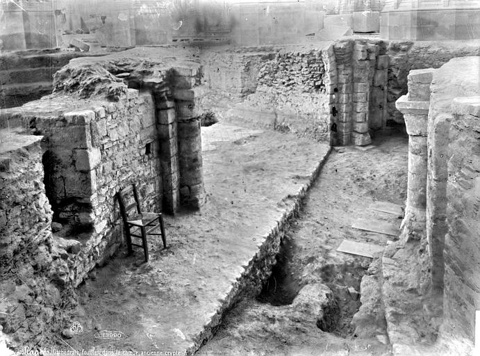 Cathédrale Saint-Pierre Crypte en cours de fouilles : pourtour, Mieusement, Médéric (photographe),