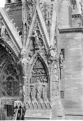 Cathédrale Notre-Dame Portail sud de la façade ouest : Pignon à droite de la porte, Sainsaulieu, Max (photographe),