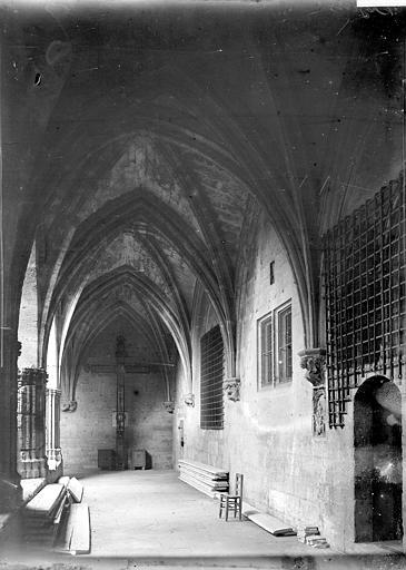 Cloître Saint-Nazaire Galerie, Enlart, Camille (historien),