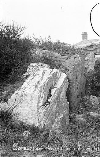 Dolmen sous tumulus du Moulin de la Motte Vue de détail, Mieusement, Médéric (photographe),