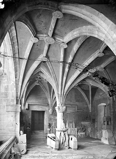 Palais Ducal (ancien) ; Musée Lorrain Grand vestibule sous le porche, Mieusement, Médéric (photographe),