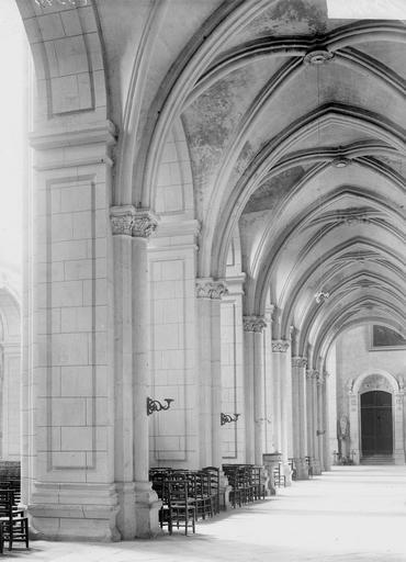 Cathédrale Notre-Dame-de-l'Assomption Bas-côté, Durand, Georges (photographe à Amiens),