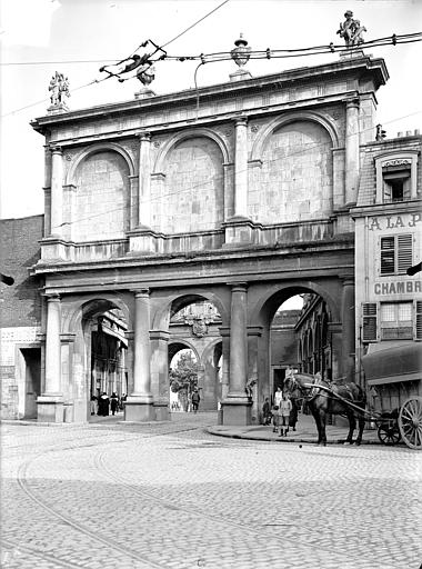 Porte Saint-Nicolas Porte intérieure : Vue d'ensemble, du côté de la ville, Queste, P. photographe),