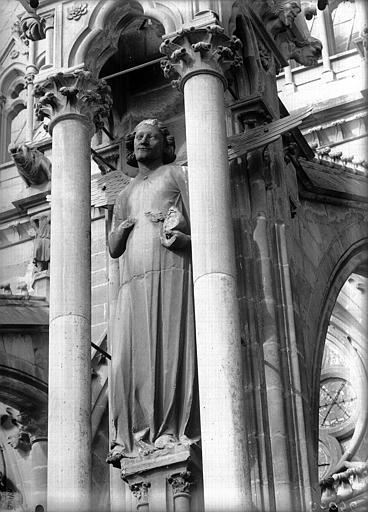 Cathédrale Notre-Dame Ange du sixième contrefort de la nef, au sud, Lajoie, Abel,