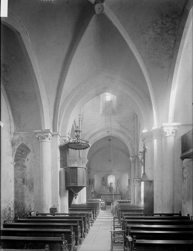 Eglise Nef, vue de l'entrée, Heuzé, Henri (photographe),