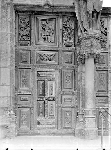 Eglise Saint-Michel Portail central de la façade ouest : Porte gauche à vantaux, Gossin (photographe),