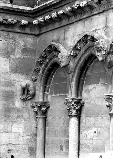 Cathédrale Notre-Dame Arcature à la base de la tour sud, détail, Lajoie, Abel,