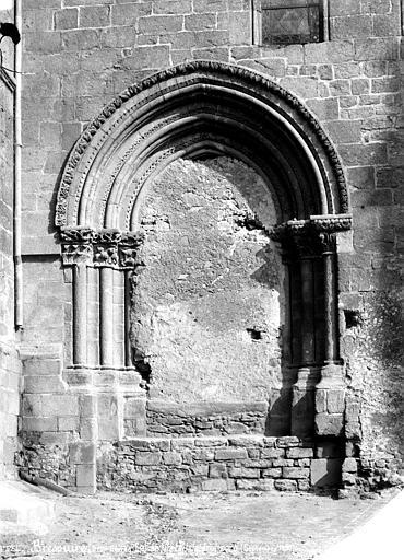 Eglise Portail latéral nord muré, Mieusement, Médéric (photographe),