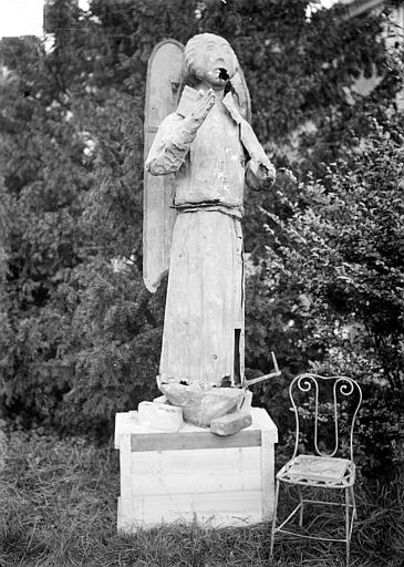 Cathédrale Clocher, statue d'ange, Sainsaulieu, Max (photographe),