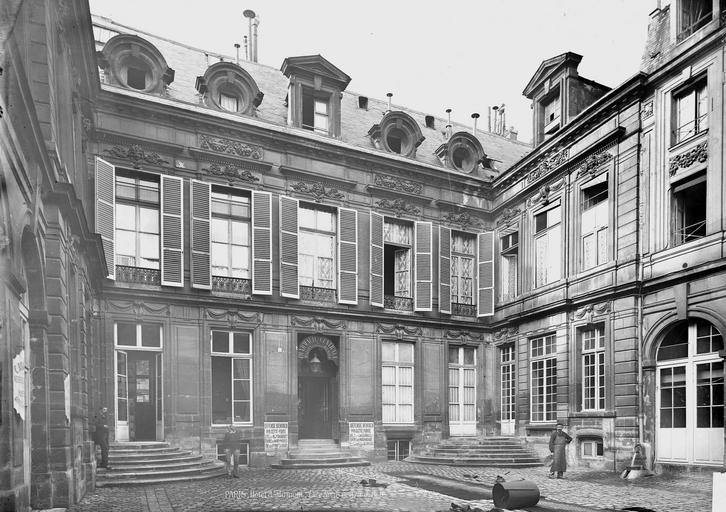 Hôtel d'Aumont Deux façades sur la cour, Durand, Eugène (photographe),