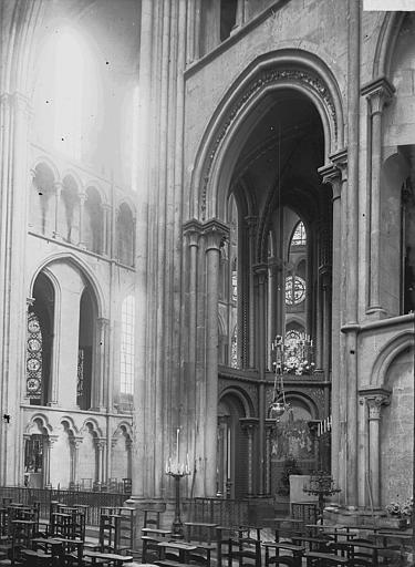 Eglise Notre-Dame Choeur: vue diagonale, Enlart, Camille (historien),