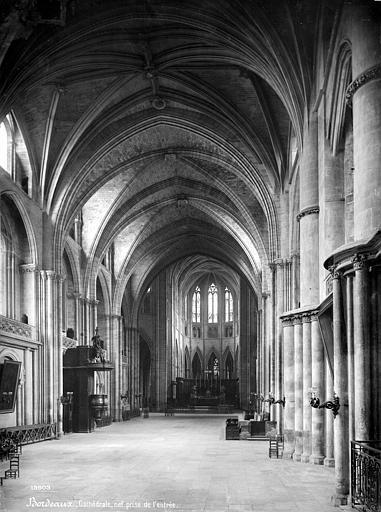 Cathédrale Saint-André Vue intérieure de la nef, vers le choeur, Mieusement, Médéric (photographe),