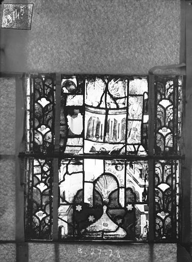 Eglise Saint-Gengoult Vitrail du transept nord, fenêtre B, 4ème lancette, panneaux au dessus 27, 28, Romanais (photographe),
