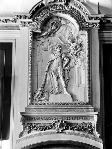 Palais des Ducs et des Etats de Bourgogne (ancien) ; Hôtel-de-Ville Haut-relief : Louis XIV terrassant l'Hérésie, Gossin (photographe),