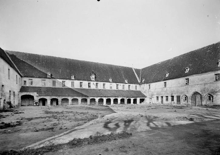 Abbaye du Moncel (ancienne) Cour du cloître, Service photographique,