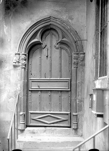 Maison Cour intérieure : Porte, Jarron (photographe),