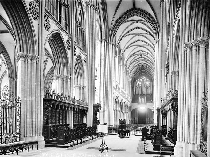 Cathédrale Notre-Dame Vue intérieure de la nef, vers le sud-ouest, Mieusement, Médéric (photographe),