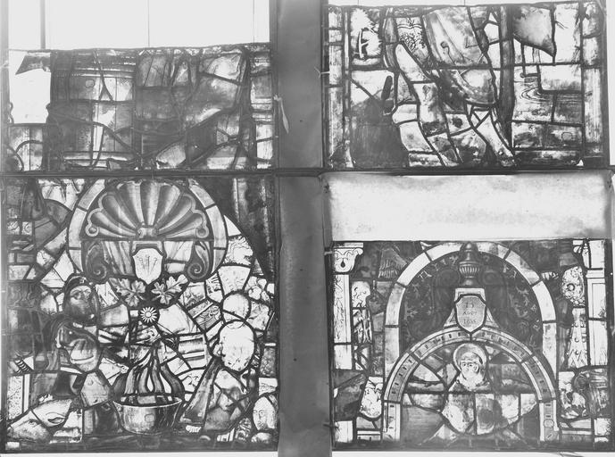 Eglise Vitrail, quatre panneaux, Romanais (photographe),