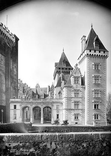 Domaine national, château Vue d'ensemble, du côté de l'entrée, ,