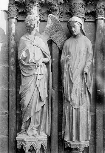 Cathédrale Notre-Dame Portail central de la façade ouest. Ebrasement droit : Groupe de l'Annonciation, statues de l'ange et de la Vierge, Sainsaulieu, Max (photographe),