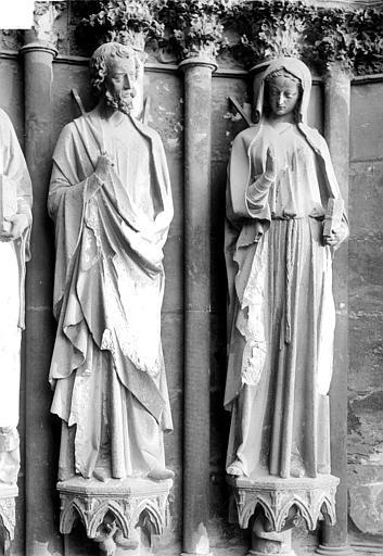 Cathédrale Notre-Dame Portail nord de la façade ouest, ébrasement droit : Statues d'un apôtre et de sainte Eutropie, Sainsaulieu, Max (photographe),