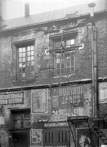 Théâtre Cour intérieure : Fenêtres des dépendances, Durand, Jean-Eugène (photographe),